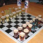 取った駒を飲んでいくグラスチェス