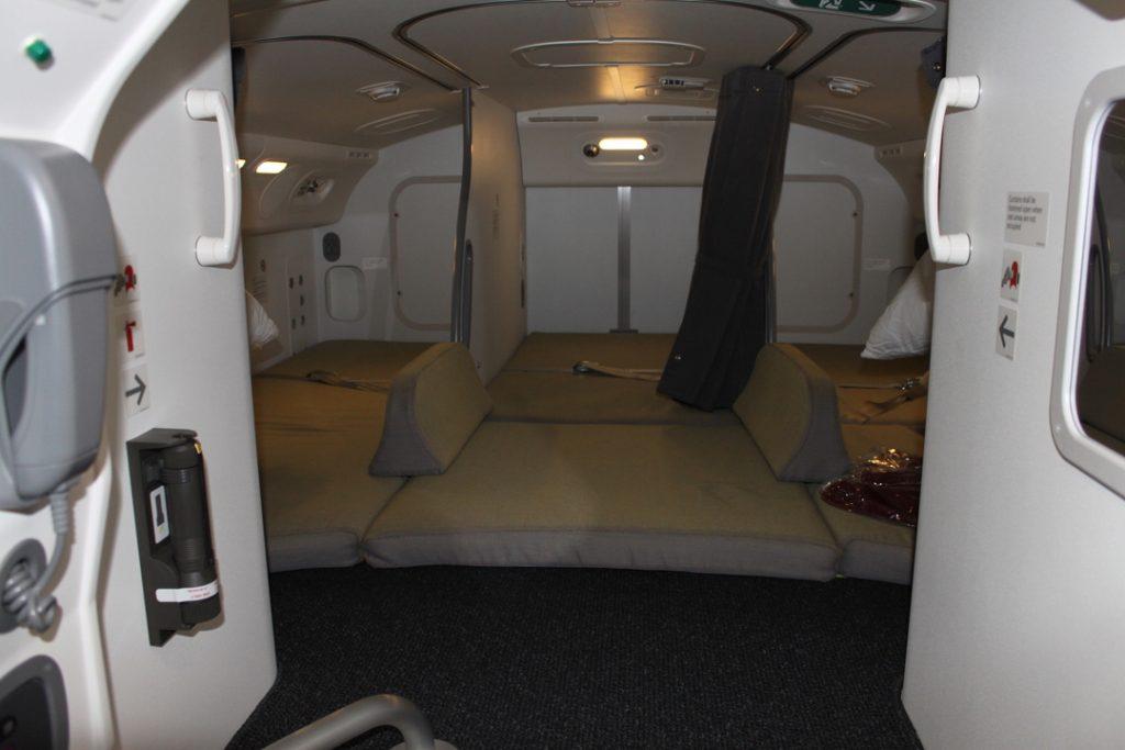 長距離国際線クルーの休憩室「ボーイング787の秘密のベッドルームに潜入」