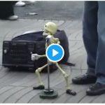 【ガイコツダンス】音楽に合わせて踊る操り人形