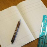 ノートの全ページに保護者の方が赤ペンで線を引いて連絡帳を作れ