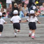 """顔から転ぶ、靴ひもが結べない…子どもが""""運動オンチ""""に育つ家庭の習慣とは?"""