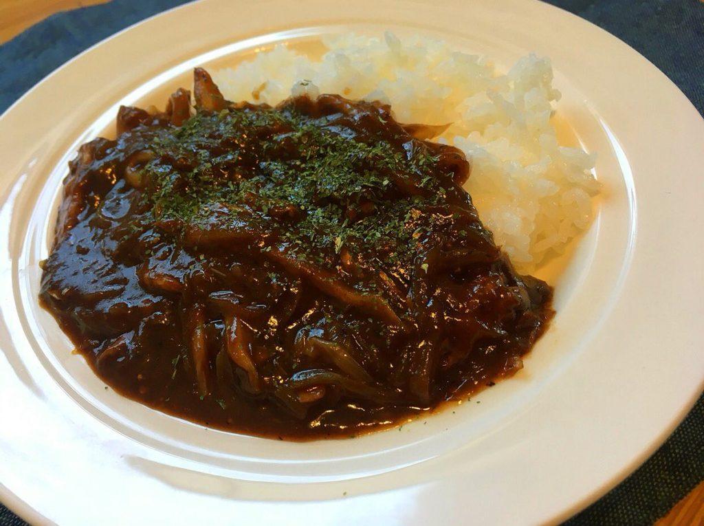 ハヤシルーと鯖味噌缶で作る「サバストロガノフ」