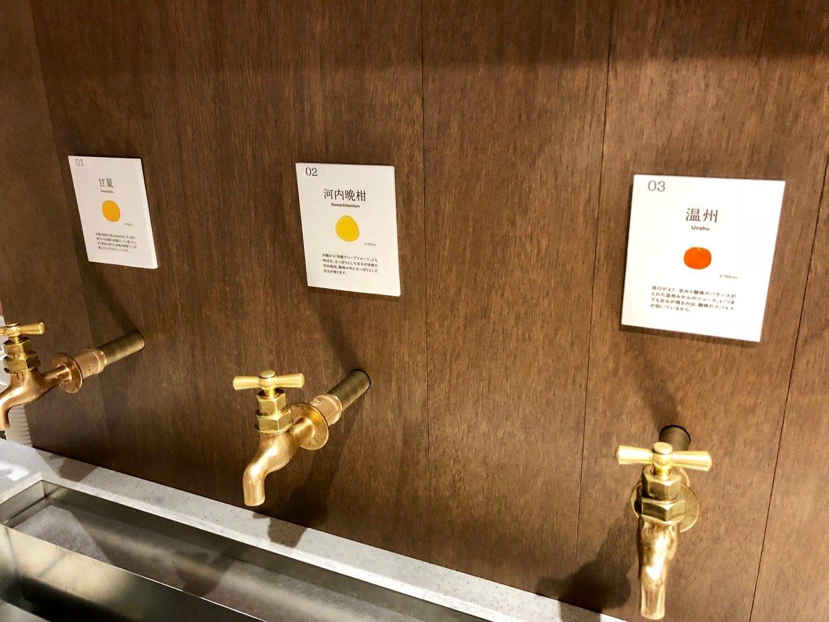 【今冶タオル伊織 KITTE丸の内店】蛇口から出るみかんジュースの飲み比べ