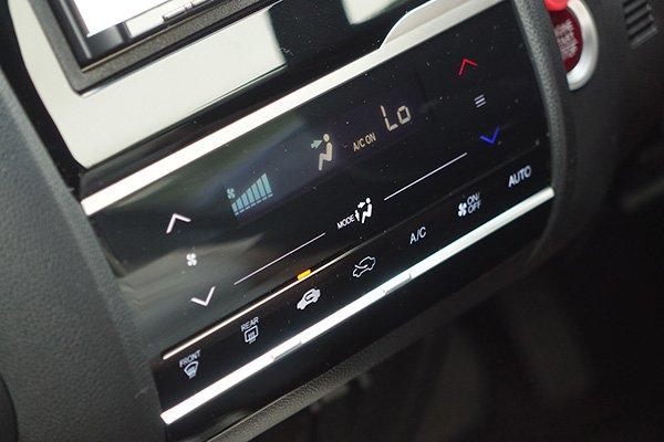 【JAFが検証】暑い車内の温度を一気に下げるベストな方法