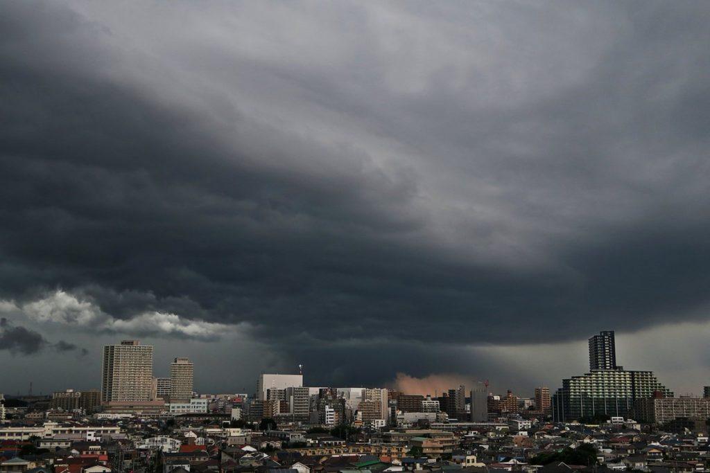 「ゲリラ豪雨」の和名:「鬼雨(きう)」