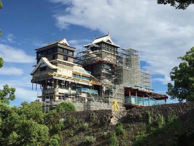 今の熊本城、トランスフォームしそうで男心をくすぐられる