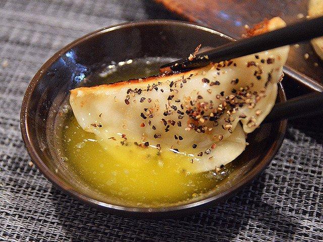 【極悪メシ】罪悪感の味があまりにもウマすぎる「溶かしバター餃子」