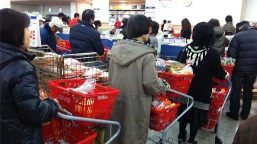 スーパーは安全だから営業してるわけじゃない