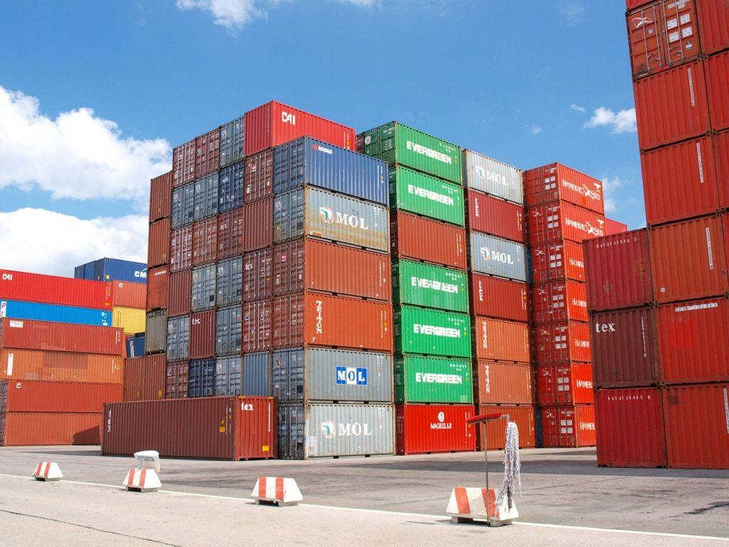今、日本全国の輸入貨物遅れているんですよ