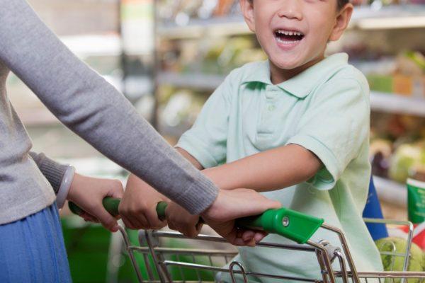 スーパーは安全だから営業しているのではありません。