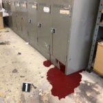 ペンキ缶が暑さで爆発して完全に事件現場だった