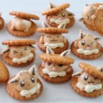 ビスケットで遊ぶイーブイたちのメレンゲクッキー