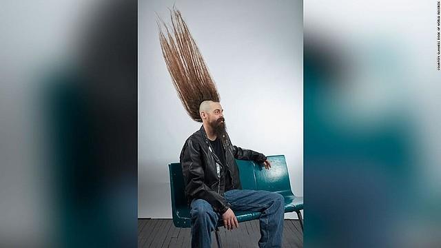 米国の男性のモヒカン、高さ108センチでギネス認定