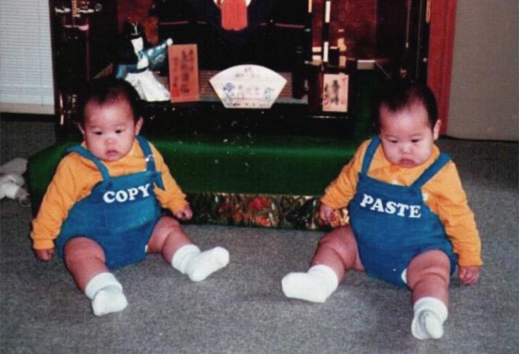 「双子いじり」幼き僕が送られてきた。服笑う。