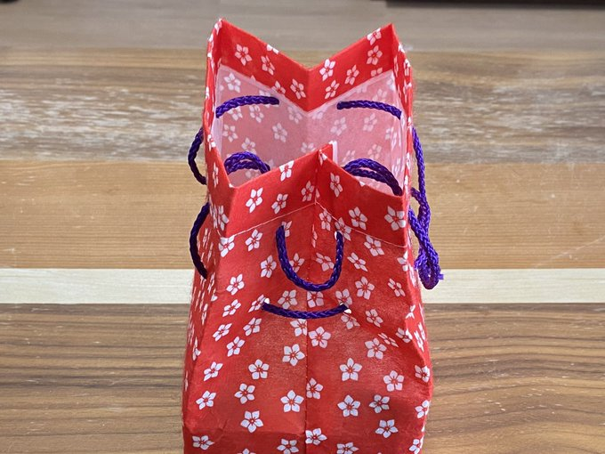 信玄餅の袋が不敵な笑みを浮かべてて怖すぎる