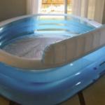 そうだ!暑いし部屋でプールを膨らませてから出そう!私は天才だ!